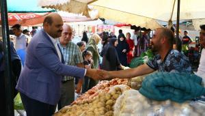Başkan Orhan her fırsatta vatandaşlarla buluşuyor