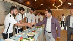 Uçar'dan Yakutiyespor'lu futbolculara pirim jesti