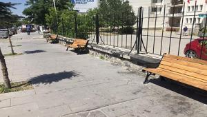 Zift dökülen Bahçe Duvarı önüne bank konuldu