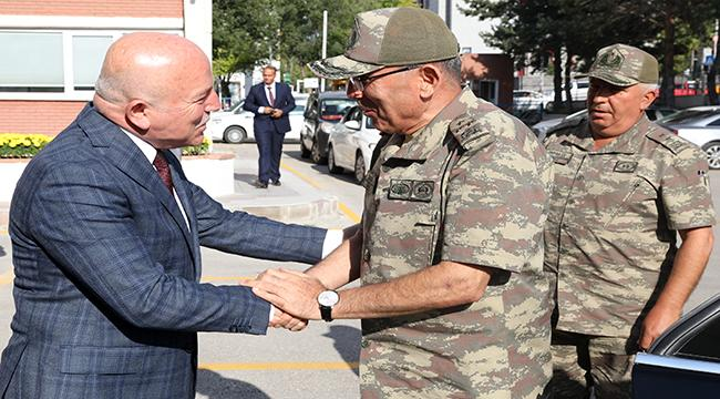 Öngay Paşa'dan Büyükşehir Belediyesi'ne ziyaret