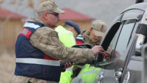 Uzundere'de Jandarma ve Polis Ortak Trafik Uygulaması yaptı