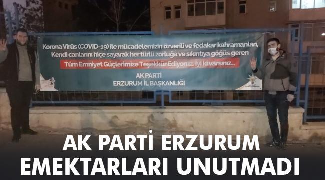 AK PARTİ'DEN ANLAMLI PANKART