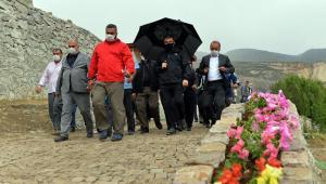 Doğa harikası Tortum Şelalesi yarım milyon turiste ev sahipliği yapacak