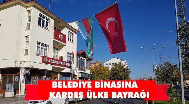 AŞKALE BELEDİYE BİNASINA AZERBAYCAN VE TÜRK BAYRAKLARI ASILDI