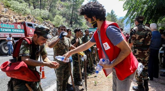 Azerbaycanlı Yangın Söndürme Ekibine Kızılay'dan Beslenme Desteği